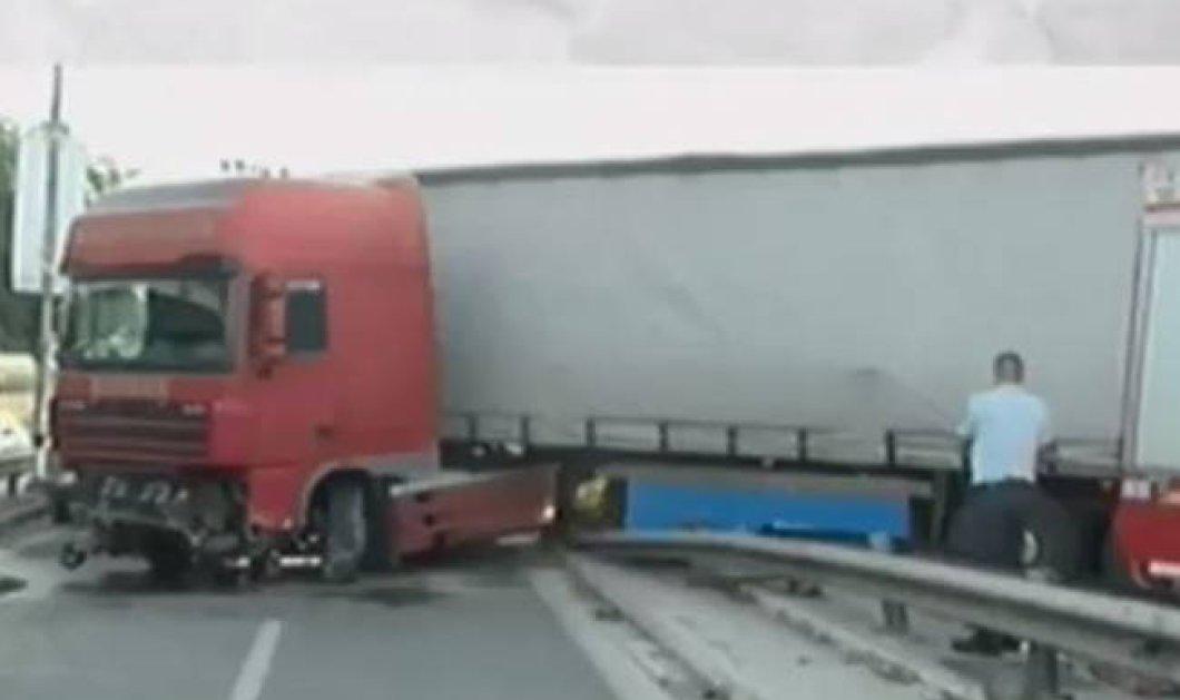Τραγικό τροχαίο στον Κηφισό με δύο νεκρούς- Μεθυσμένος ο οδηγός της νταλίκας - Κυρίως Φωτογραφία - Gallery - Video