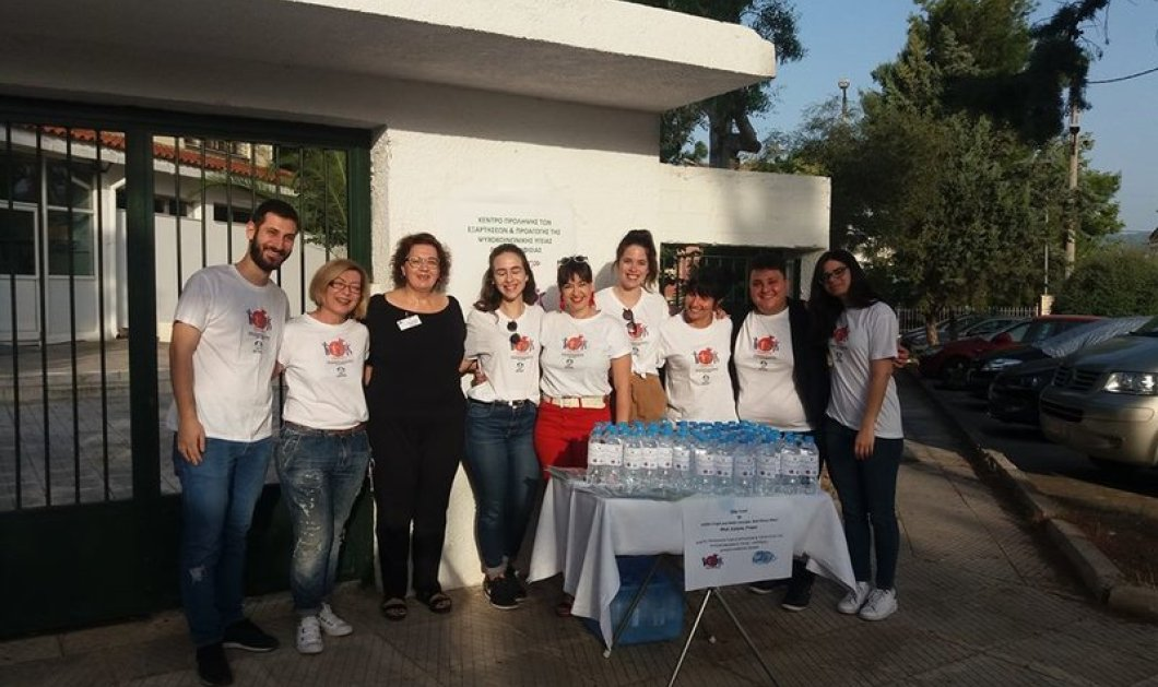 Good news στη Κηφισιά: Mοίρασαν νερά με φατσούλες στους υποψηφίους των Πανελλήνιων (ΦΩΤΟ)   - Κυρίως Φωτογραφία - Gallery - Video