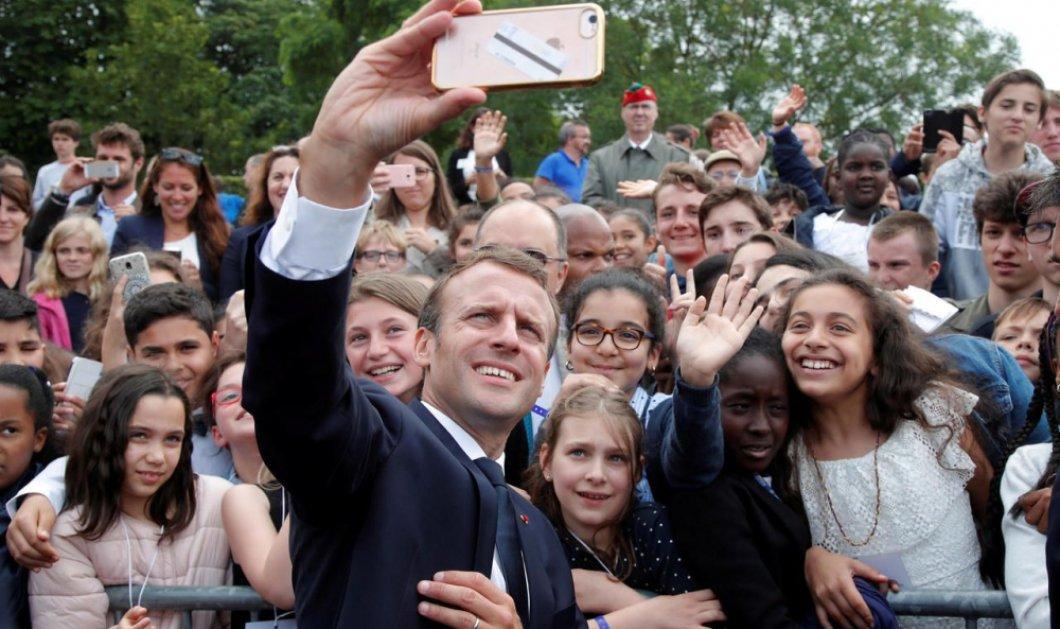 """Ο Εμανουέλ Μακρόν κι οι παραξενιές του: «Διάβασε, βρες δουλειά, κάνε επανάσταση και λέγε με """"Πρόεδρο""""» είπε σε παιδί που του ζήτησε selfie (VIDEO) - Κυρίως Φωτογραφία - Gallery - Video"""