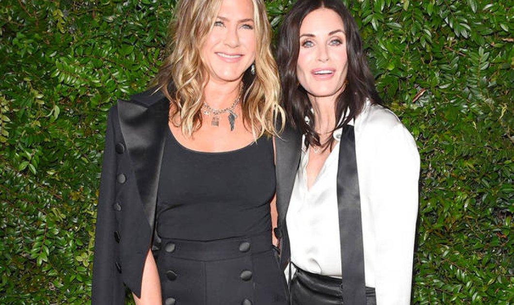 Σε δείπνο της Chanel πήγαν μαζί τα κορίτσια από τα «Φιλαράκια» Άνιστον & Κόρτνεϊ Κοξ - Πιρς Μπρόσναν με σύζυγο & Σίντι Κρώφορντ (ΦΩΤΟ) - Κυρίως Φωτογραφία - Gallery - Video