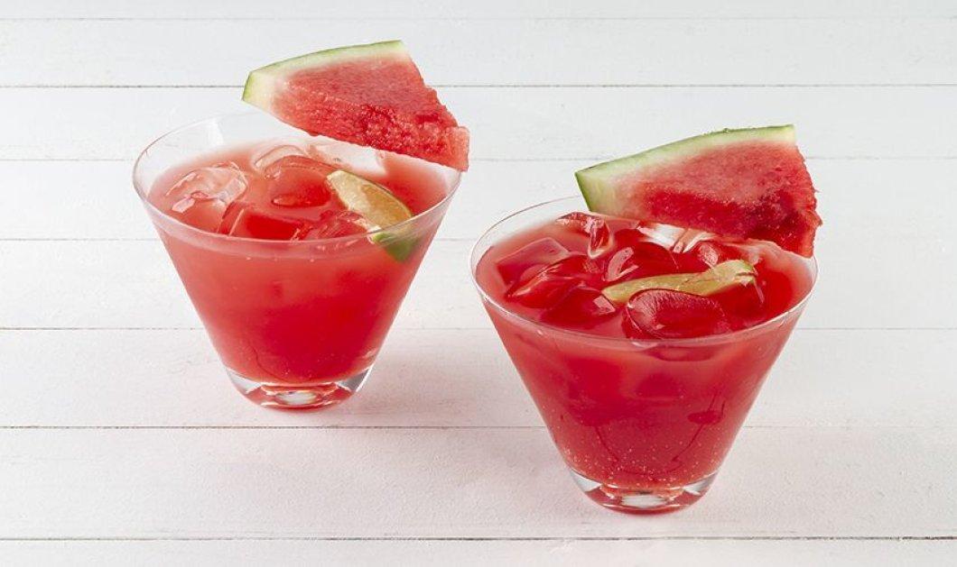 Φτιάξτε το πιο δροσιστικό cocktail με οδηγίες του Άκη Πετρετζίκη: Υπέροχο μαρτίνι καρπούζι  - Κυρίως Φωτογραφία - Gallery - Video