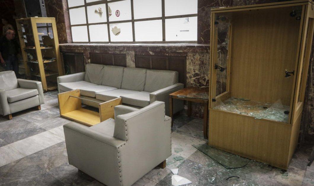 Αναρχικοί μπήκαν στο Υπουργείο Ανάπτυξης & τα έσπασαν- Ζητούν να δοθεί άδεια στον Κουφοντίνα (ΦΩΤΟ) - Κυρίως Φωτογραφία - Gallery - Video