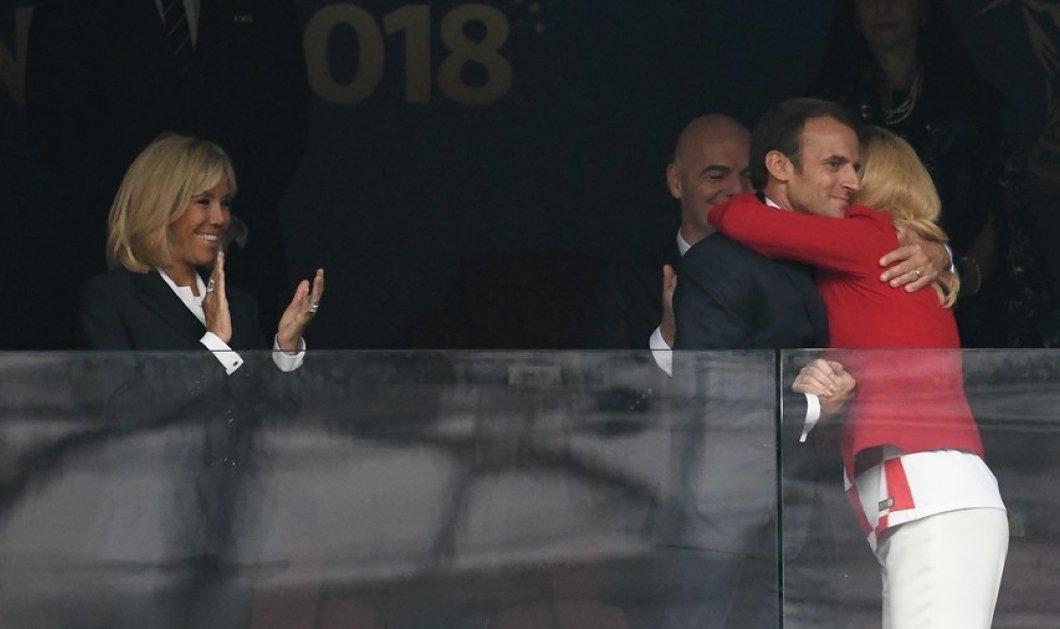 Φωτό: Ο Εμανουέλ Μακρόν ήρθε πολύ κοντά με την εντυπωσιακή πρόεδρο της Κροατίας μπροστά στην έντρομη Μπριζίτ! - Κυρίως Φωτογραφία - Gallery - Video