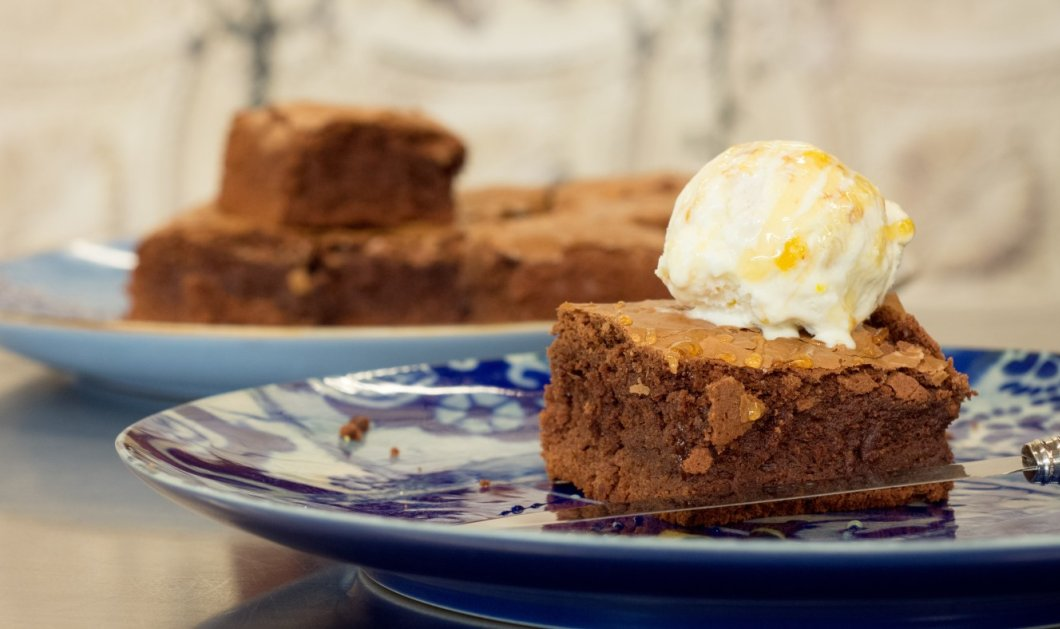 Φτιάξτε λαχταριστά brownies χάρη στον Στέλιο Παρλιάρο (Βίντεο) - Κυρίως Φωτογραφία - Gallery - Video