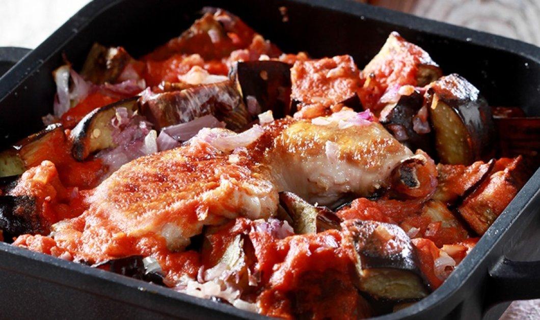 Κοτόπουλο στη γάστρα με μελιτζάνες & μπαχαρικά από την μοναδική Ντίνα Νικολάου - Κυρίως Φωτογραφία - Gallery - Video