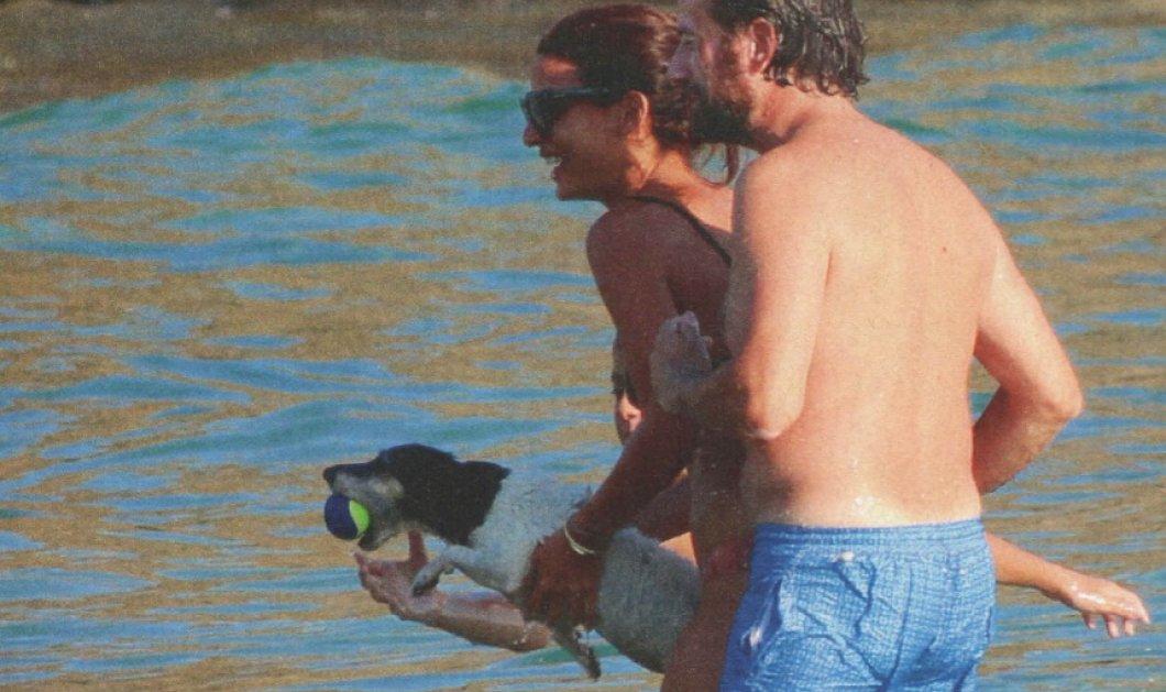 Σωτηροπούλου - Μαραβέγιας: Ερωτευμένοι στις παραλίες της Τήνου με το σκυλάκι τους (φωτο) - Κυρίως Φωτογραφία - Gallery - Video