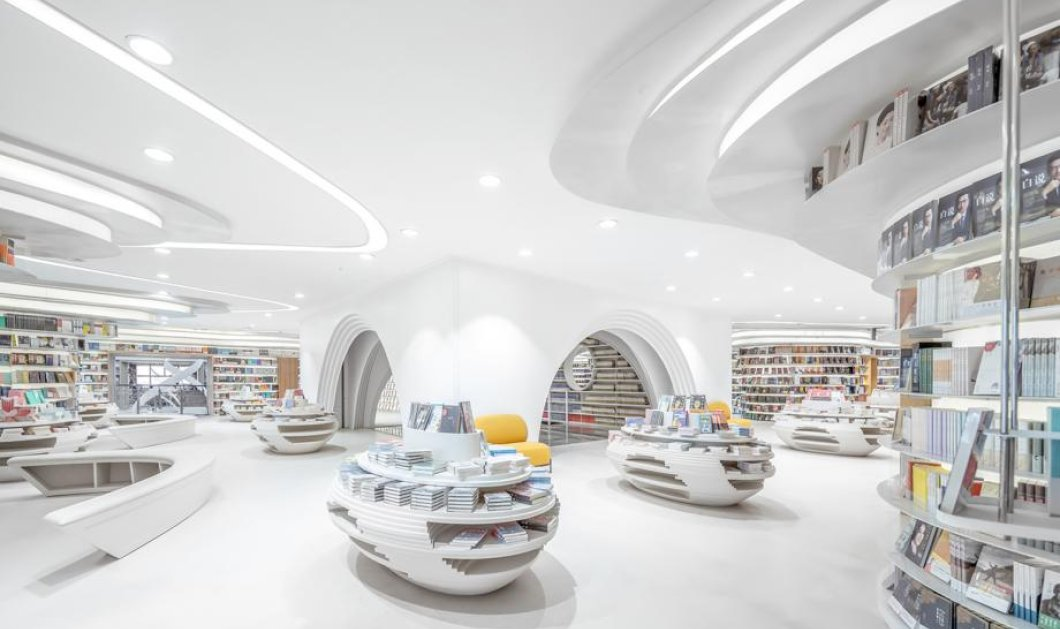 Κλείστε τα μάτια, βρεθείτε στο πιο φανταστικό hightech βιβλιοπωλείο του κόσμου: Tα πάντα με κούρμπες, καμία γωνία πουθενα (Φωτό) - Κυρίως Φωτογραφία - Gallery - Video