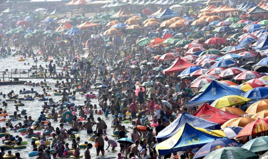 Έχετε δει φωτογραφίες από την πιο ασφυκτικά γεμάτη παραλία του κόσμου; 40.000 άνθρωποι σε 500μ. ακτής - Κυρίως Φωτογραφία - Gallery - Video