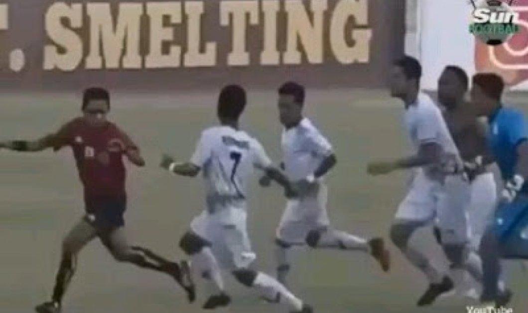 Καρέ - καρέ η στιγμή  που ποδοσφαιριστές σε αγώνα πρωταθλήματος της Ινδονησίας χτύπησαν άσχημα τον διαιτητή! (ΒΙΝΤΕΟ)   - Κυρίως Φωτογραφία - Gallery - Video