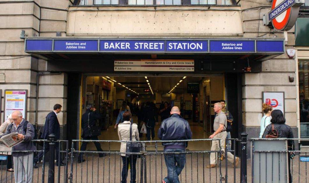 Λονδίνο: Αυτό θα πει τύχη! - Μητέρα έπεσε με το παιδί της στις ράγες του μετρό - πέρασε συρμός από πάνω τους και σώθηκαν  - Κυρίως Φωτογραφία - Gallery - Video