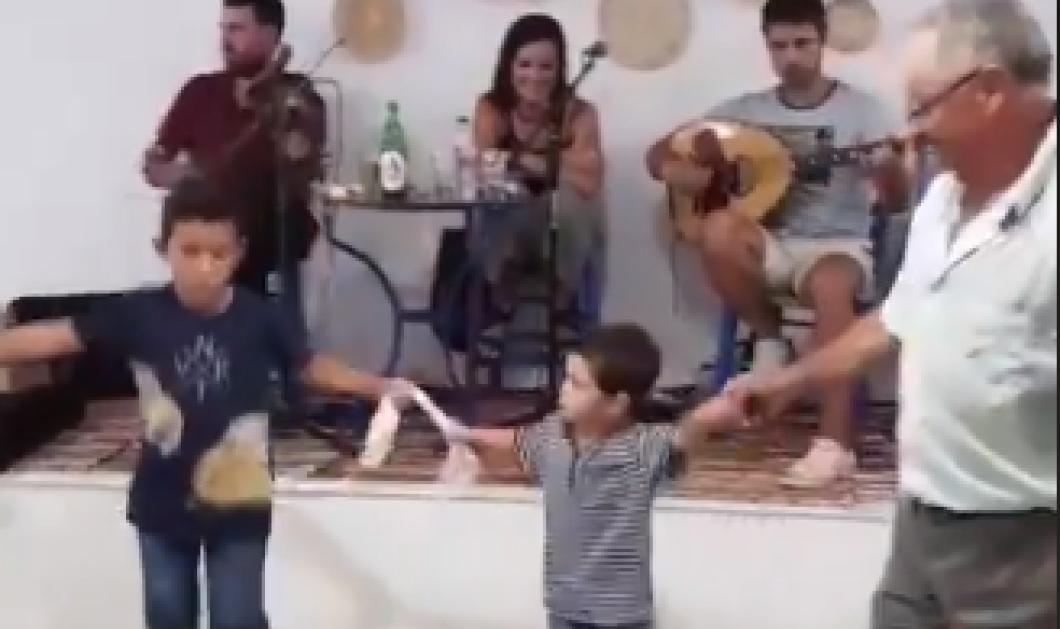 Πιτσιρίκος γλύκας στην Αμοργό χορεύει με τον παππού του & γίνεται viral (ΒΙΝΤΕΟ) - Κυρίως Φωτογραφία - Gallery - Video