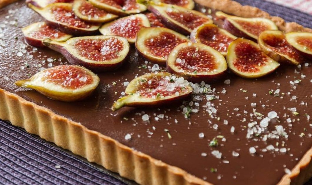 Γλυκός πειρασμός: Υπέροχη  Τάρτα σοκολάτας με σύκα από τον Άκη Πετρετζίκη - Κυρίως Φωτογραφία - Gallery - Video