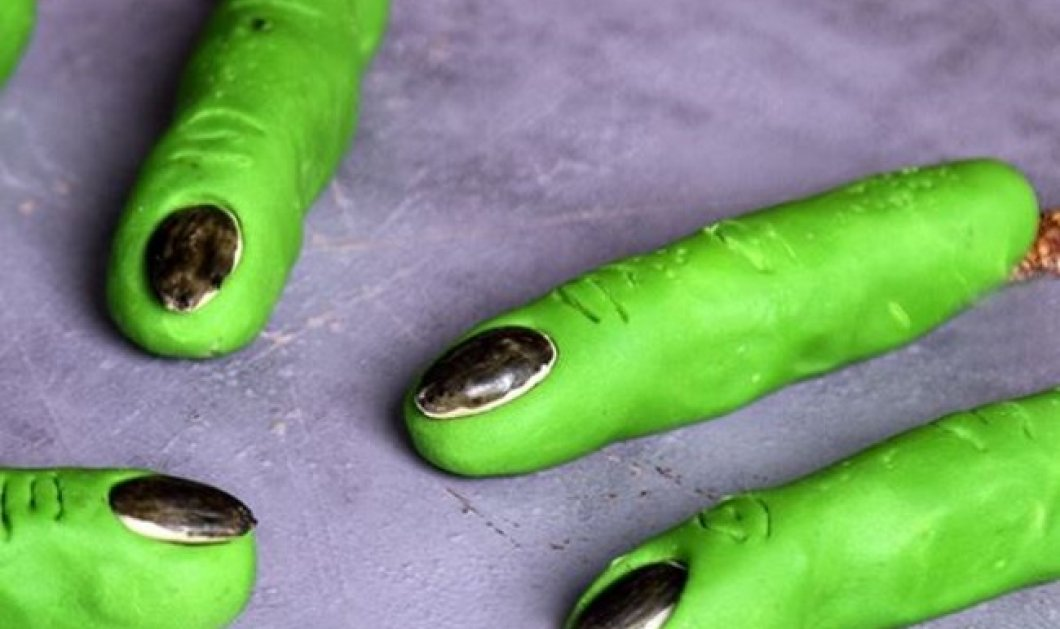 Ο Άκης Πετρετζίκης φτιάχνει τα πιο περίεργα «trick or treat δάχτυλα» με μόνο 5 υλικά για το Halloween (Βίντεο) - Κυρίως Φωτογραφία - Gallery - Video