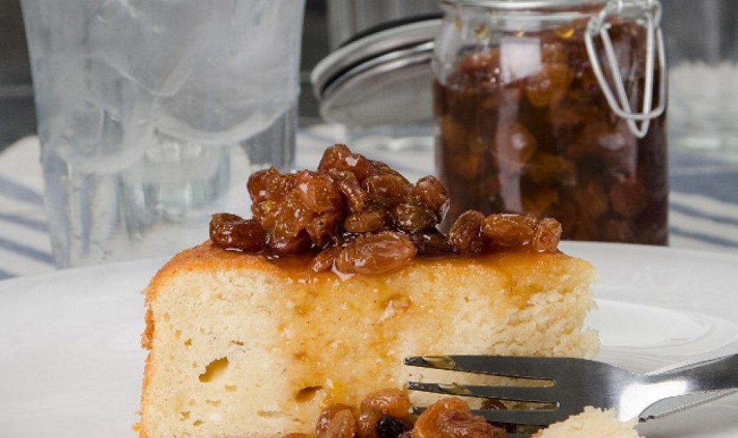 Ο Στέλιος Παρλιάρος προτείνει: Αφράτο και μοναδικό κέικ ανθότυρου με γλυκό κουταλιού σταφίδα - Κυρίως Φωτογραφία - Gallery - Video