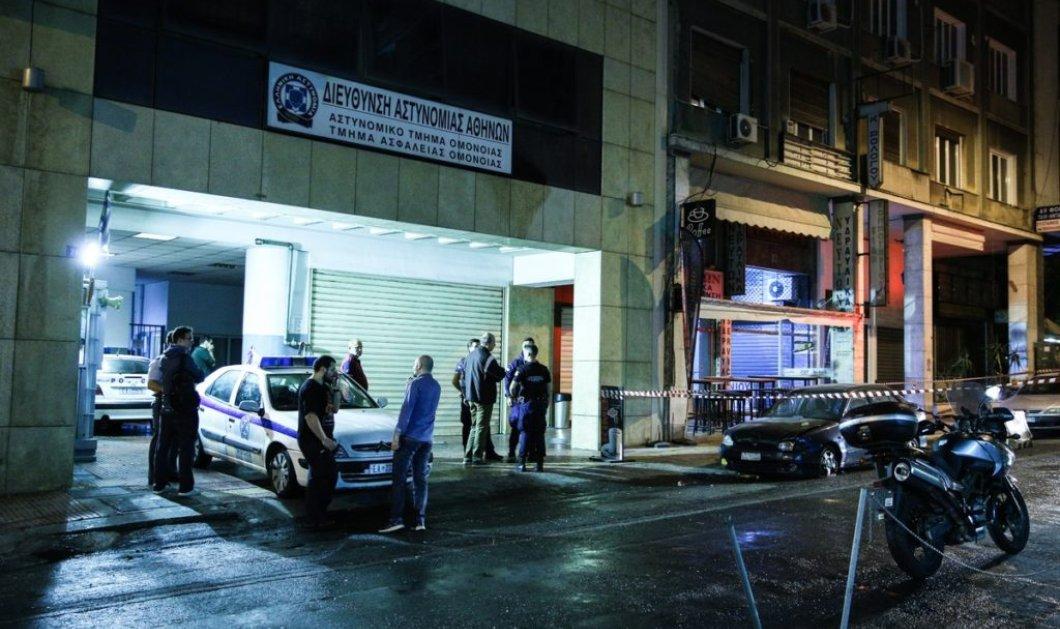 Καταδρομική επίθεση κουκουλοφόρων στο Α.Τ. Ομονοίας με μολότοφ - 4 αστυνομικοί τραυματίες (Φωτό & Βίντεο) - Κυρίως Φωτογραφία - Gallery - Video