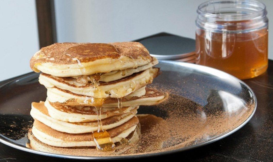 Λαχταριστό και υγιεινό πρωινό σνακ από τον Στέλιο Παρλιάρο: Πάνκεϊκ με ανθότυρο και μέλι - Κυρίως Φωτογραφία - Gallery - Video