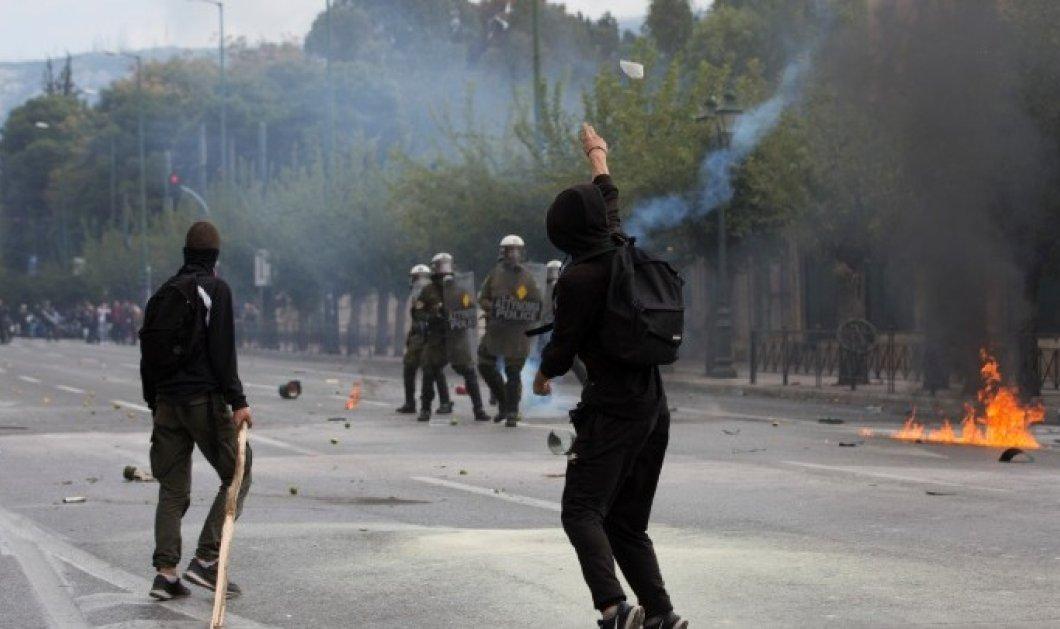 Επεισόδια στο Σύνταγμα για το μαθητικό συλλαλητήριο - Πέτρες, μολότοφ και χημικά ανάμεσα σε ΜΑΤ και μαθητές - Κυρίως Φωτογραφία - Gallery - Video