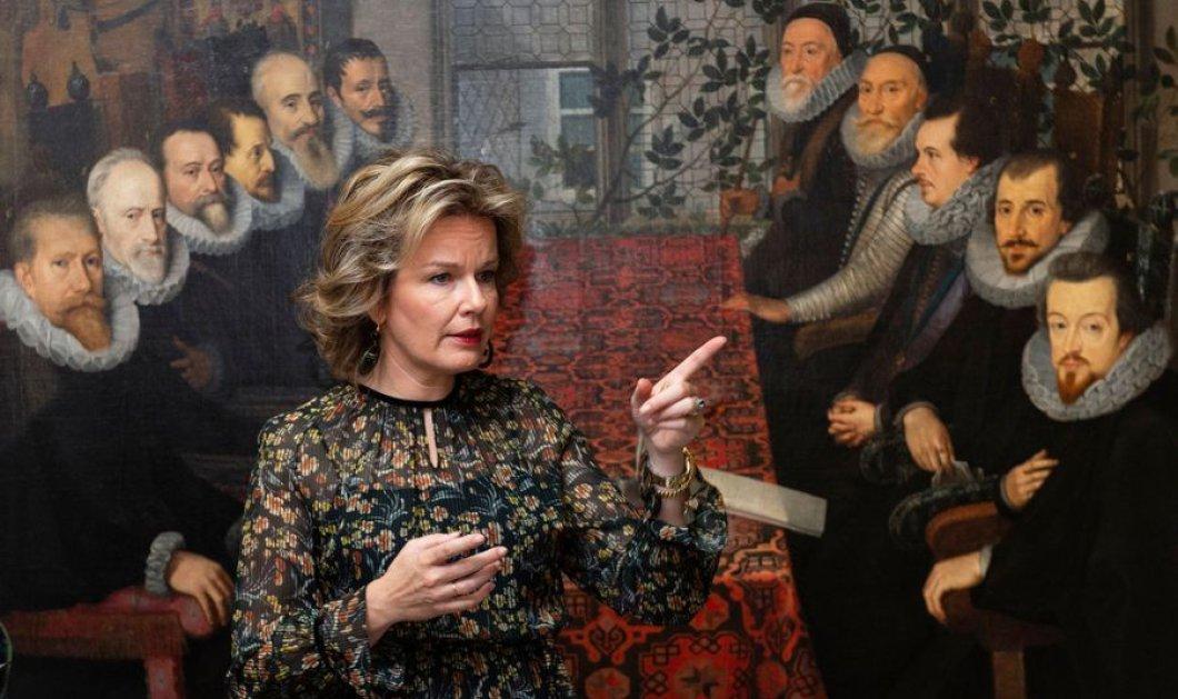 Η Βασίλισσα του Βελγίου Matilde με φλόραλ φόρεμα ασορτί με τον μεσαιωνικό πύργο της  Louvain (φωτό) - Κυρίως Φωτογραφία - Gallery - Video