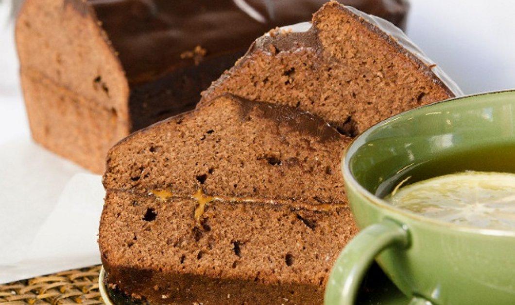 Ο Στέλιος Παρλιάρος φτιάχνει θεϊκό κέικ σοκολάτας με πραλίνα και γλάσο - Κυρίως Φωτογραφία - Gallery - Video