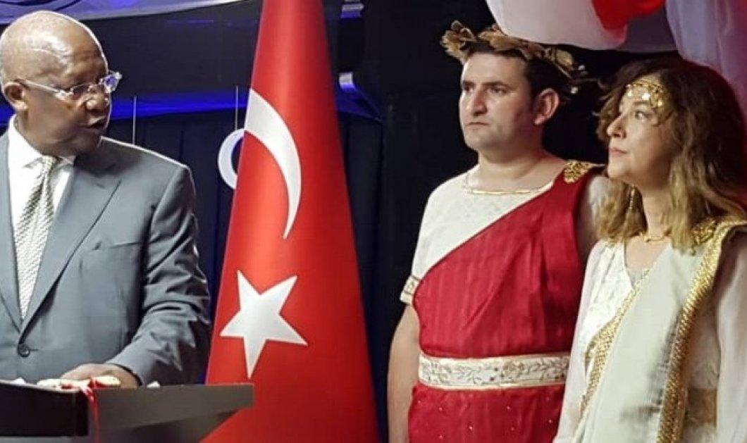 """Ανακάλεσαν την πρέσβειρα της Τουρκίας που ντύθηκε """"Ωραία Ελένη""""- Ποιος παρίστανε το Δία (φωτό) - Κυρίως Φωτογραφία - Gallery - Video"""