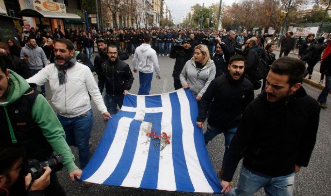 Σε εξέλιξη η μεγάλη πορεία για την επέτειο του πολυτεχνείου - Φρούριο η Αθήνα (φωτό) - Κυρίως Φωτογραφία - Gallery - Video