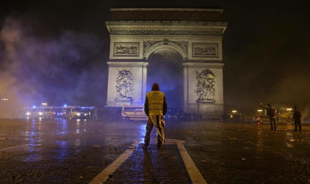 Συνταρακτικές εικόνες από τον Δεκέμβριο 2018 με τα κίτρινα γιλέκα στο Παρίσι - Ο Μακρόν ενώπιος με το χάος -100 τραυματίες δεκάδες συλλήψεις (φωτό- βίντεο) - Κυρίως Φωτογραφία - Gallery - Video