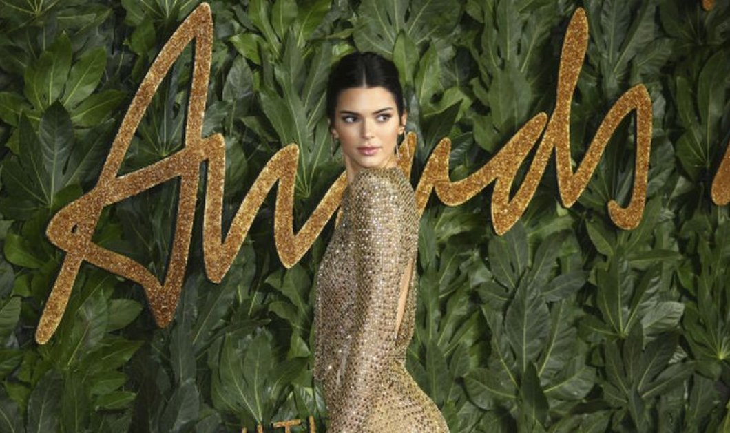 British fashion awards: Η Victoria Beckham με εντυπωσιακή ολόσωμη φόρμα ενώ η Kendall Jenner με see through φόρεμα - Κυρίως Φωτογραφία - Gallery - Video