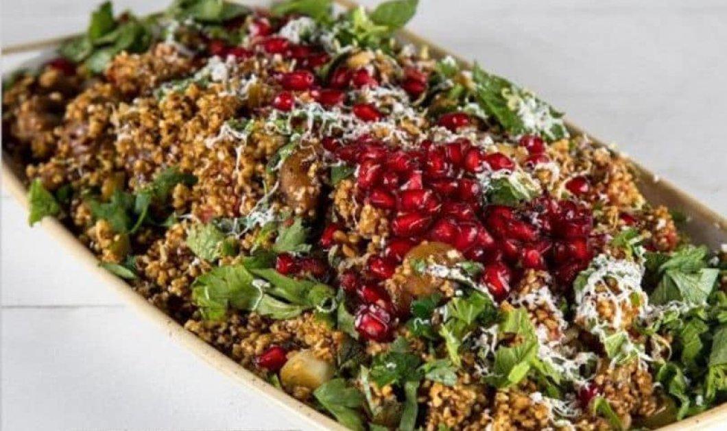Άκης Πετρετζίκης: Σούπερ Χριστουγεννιάτικη σαλάτα με πλιγούρι, κάστανα & ρόδι για το γιορτινό τραπέζι (ΒΙΝΤΕΟ) - Κυρίως Φωτογραφία - Gallery - Video