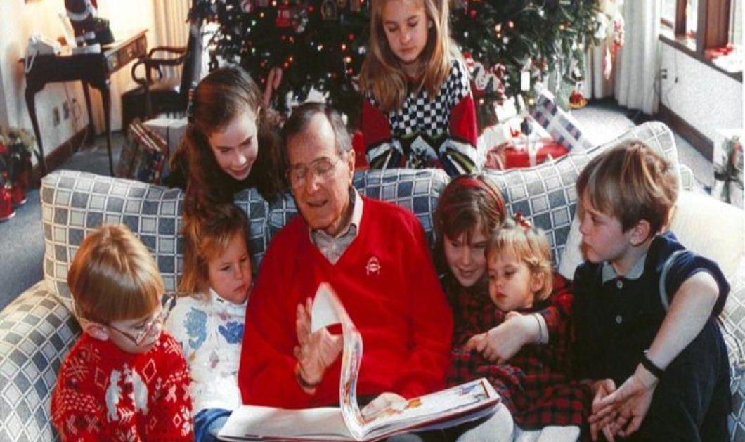 Όταν ο Τζορτζ Μπους κρατούσε αγκαλιά τα 18 εγγόνια του με την Μπάρμπαρα παρέα (φωτό) - Κυρίως Φωτογραφία - Gallery - Video