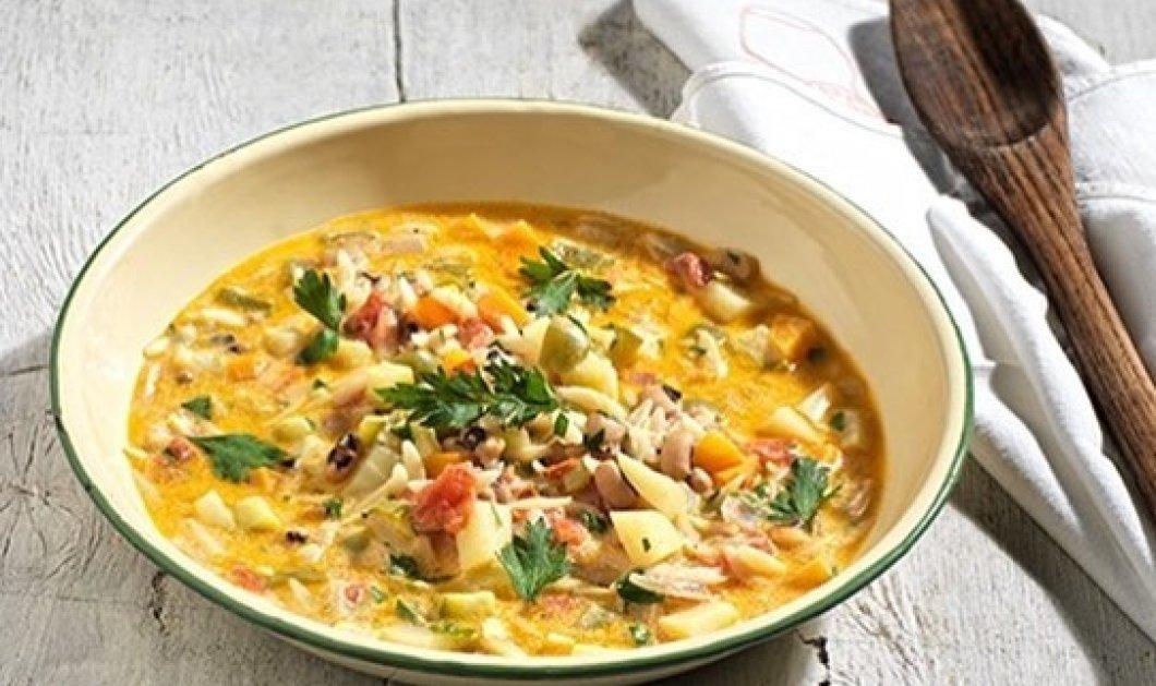 Η Αργυρώ Μπαρμπαρήγου δημιουργεί γρήγορη και οικονομική σούπα με λαχανικά, κριθαράκι και μαυρομάτικα φασόλια - Κυρίως Φωτογραφία - Gallery - Video