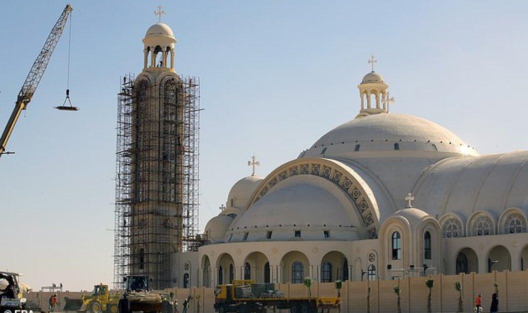 Βίντεο: Ο μεγαλύτερος ναός στη Μέση Ανατολή άνοιξε στην Αίγυπτο - Μοναδικές εικόνες   - Κυρίως Φωτογραφία - Gallery - Video