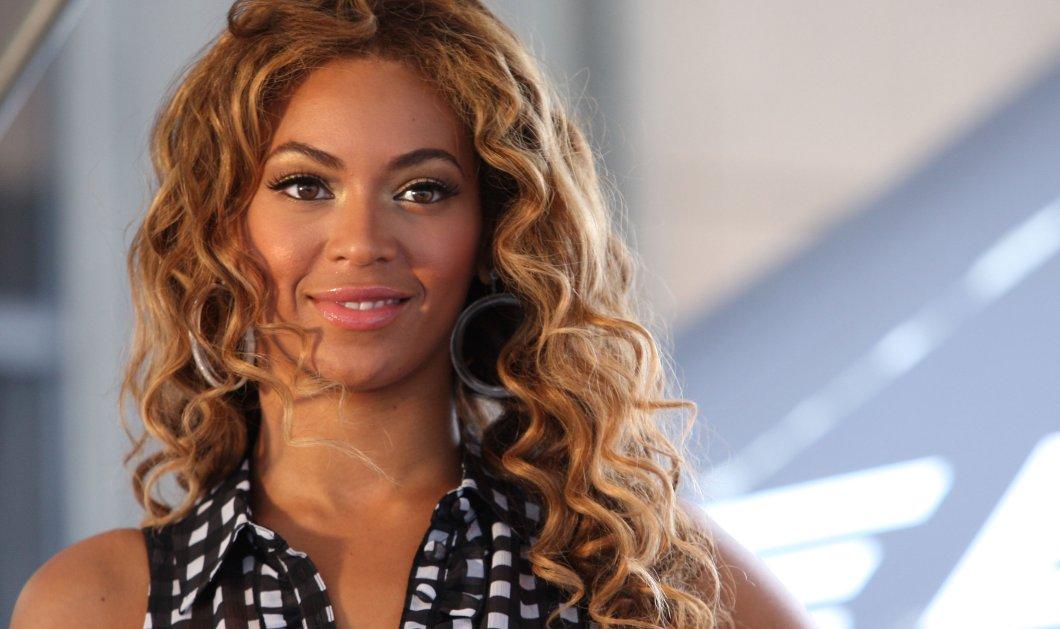 Η αγία Beyonce ή Αγία Βαλεντίνα: Το Chanel σούπερ μίνι βελούδινο φόρεμα, ίδιες μπότες και στήθος έξω (Φωτό) - Κυρίως Φωτογραφία - Gallery - Video