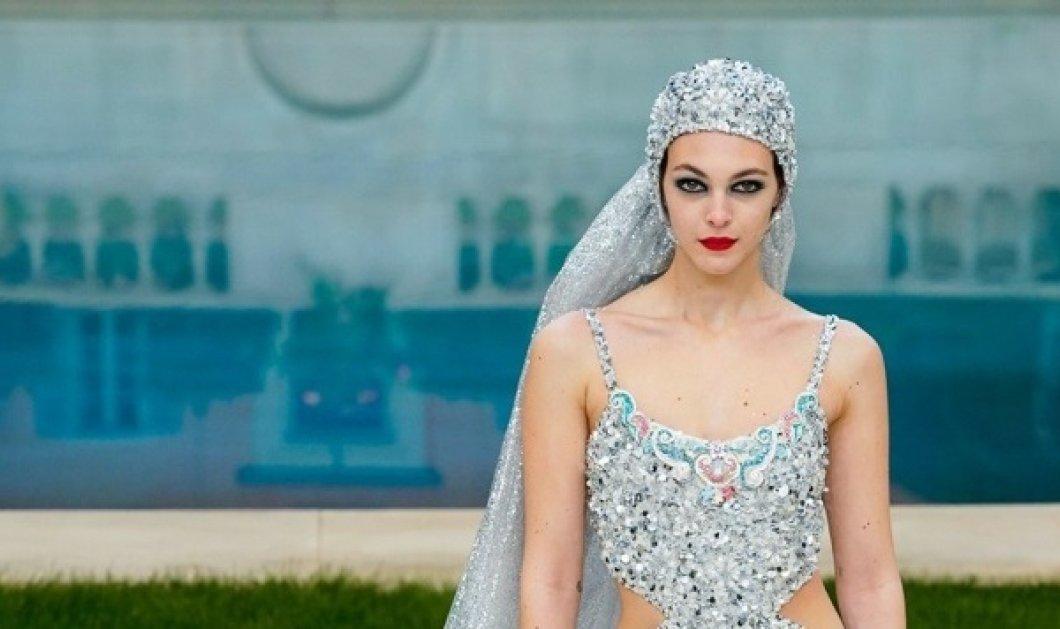 Αυτό το μαγιό κεντημένο με πολύτιμους κρυστάλλους είναι το νυφικό της  Chanel haute couture - Θα 17ac96114eb