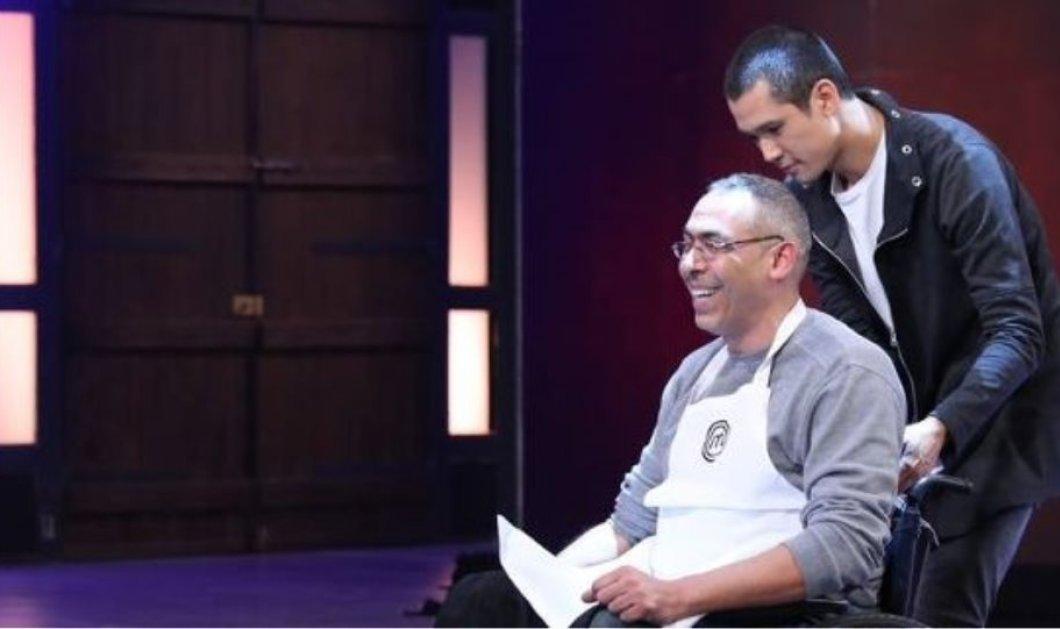 MasterChef 3: Οι κριτές αγκάλιασαν τον Αριστοτέλη που μαγείρεψε σε αναπηρικό αμαξίδιο και τους εντυπωσίασε (Βίντεο) - Κυρίως Φωτογραφία - Gallery - Video