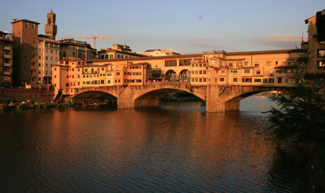 Ιταλία: 15χρονη Ελληνίδα προσπάθησε να γράψει το όνομά της στην ξακουστή γέφυρα Πόντε Βέκιο - Έμπλεξε σε περιπέτειες - Κυρίως Φωτογραφία - Gallery - Video