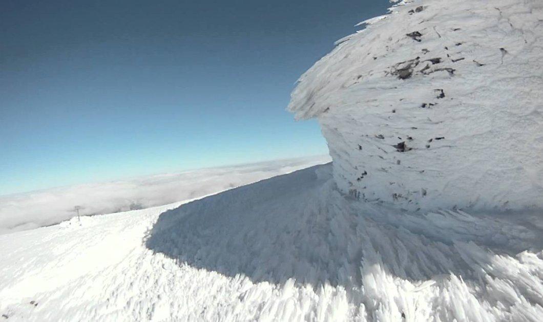 Drone βίντεο που «κόβει» την ανάσα: Κρητικός μαραθωνοδρόμος τρέχει ξυπόλυτος στον χιονισμένο Ψηλορείτη - Κυρίως Φωτογραφία - Gallery - Video