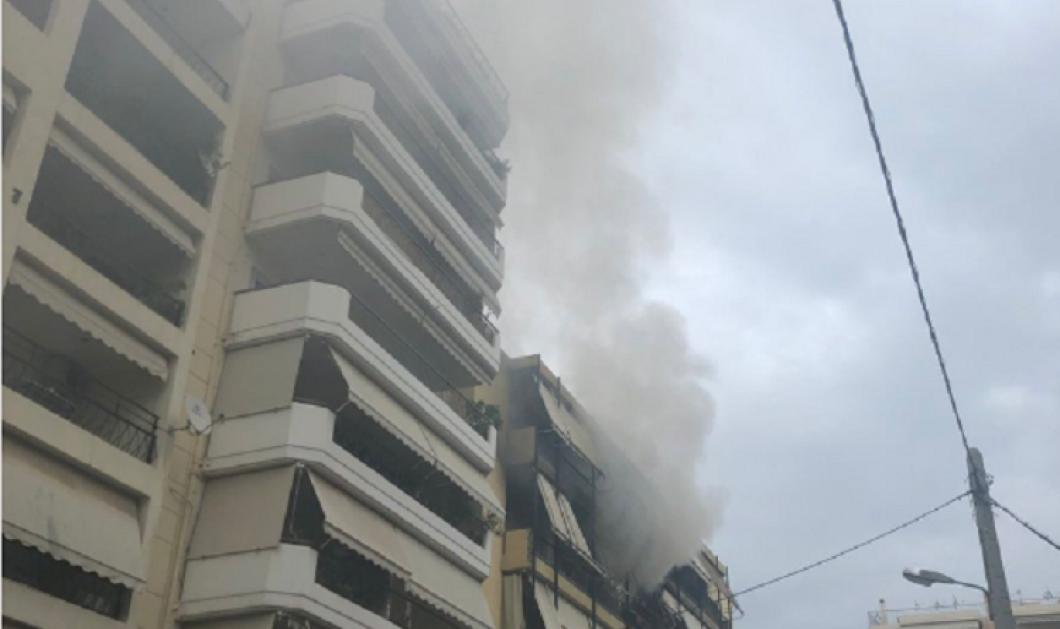 Μεγάλη φωτιά σε διαμέρισμα της Νέας Σμύρνης - Συνεχίζεται η προσπάθεια απεγκλωβισμού των ενοίκων της πολυκατοικίας (βίντεο) - Κυρίως Φωτογραφία - Gallery - Video