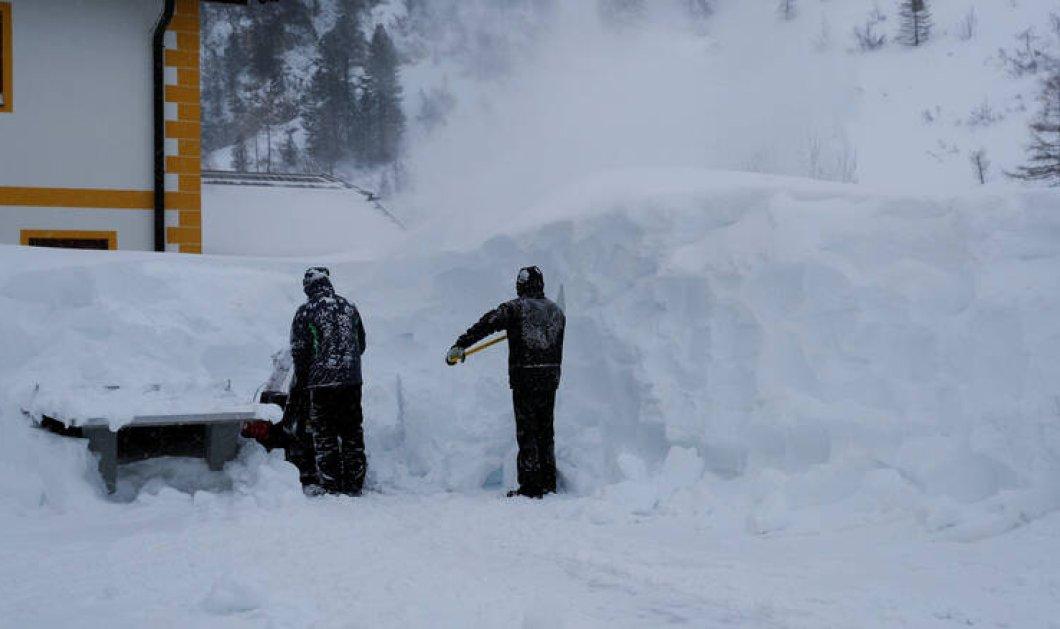Βίντεο - κόβει την ανάσα: Η στιγμή που η χιονοστιβάδα καταπλακώνει 4 στην Ελβετία - Ο ένας νεκρός - Κυρίως Φωτογραφία - Gallery - Video