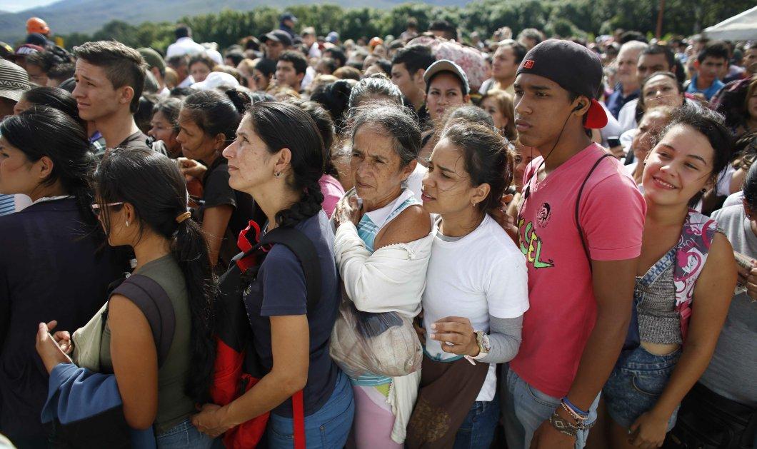 3,4 εκατομμύρια άνθρωποι εγκαταλείπουν τη Βενεζουέλα! - Φεύγουν 5.000 την ημέρα  γιατί δεν αντέχουν τη μιζέρια (φώτο) - Κυρίως Φωτογραφία - Gallery - Video