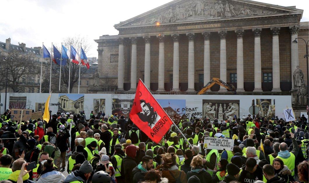 """""""Ματωμένο Σάββατο"""" στο Παρίσι: Διαδηλωτής των """"κίτρινων γιλέκων"""" έχασε το χέρι του - Σοκάρουν οι εικόνες (φώτο -βίντεο) - Κυρίως Φωτογραφία - Gallery - Video"""