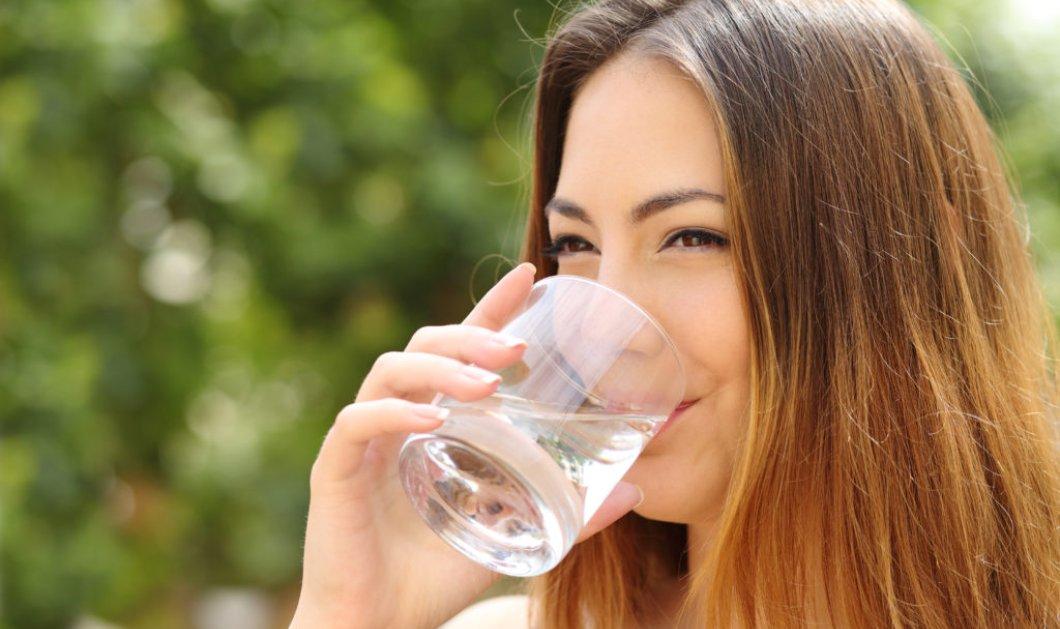 Κάνει να πίνεις νερό κατά την διάρκεια ενός γεύματος;   - Κυρίως Φωτογραφία - Gallery - Video