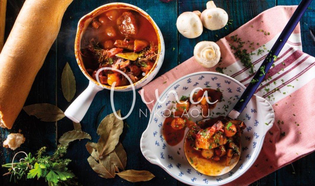 """Η Ντίνα Νικολάου προτείνει την πιο λαχταριστή συνταγή: Μοσχαράκι Bourguignon που """"λιώνει στο στόμα""""  - Κυρίως Φωτογραφία - Gallery - Video"""