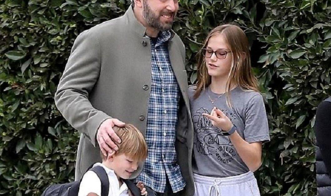 Επιτέλους με τα παιδιά του & ξεμέθυστος: Ο Μπεν Άφλεκ ξανά καλός μπαμπάς βγάζει βόλτα την κόρη του και το γιο του (φώτο-βίντεο)  - Κυρίως Φωτογραφία - Gallery - Video