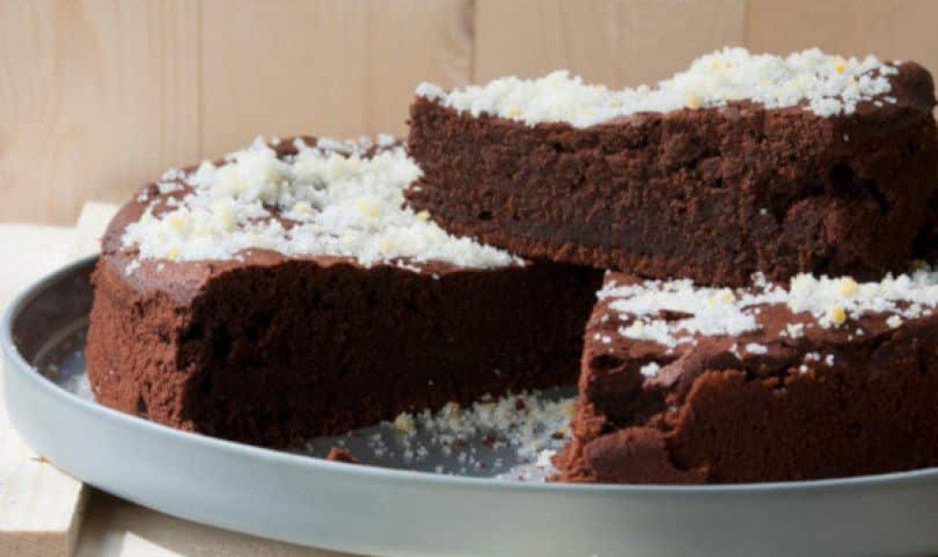 Στέλιος Παρλιάρος: Μαλακό κέικ σοκολάτας με πορτοκαλόνερο να λιώνει στο στόμα - Κυρίως Φωτογραφία - Gallery - Video