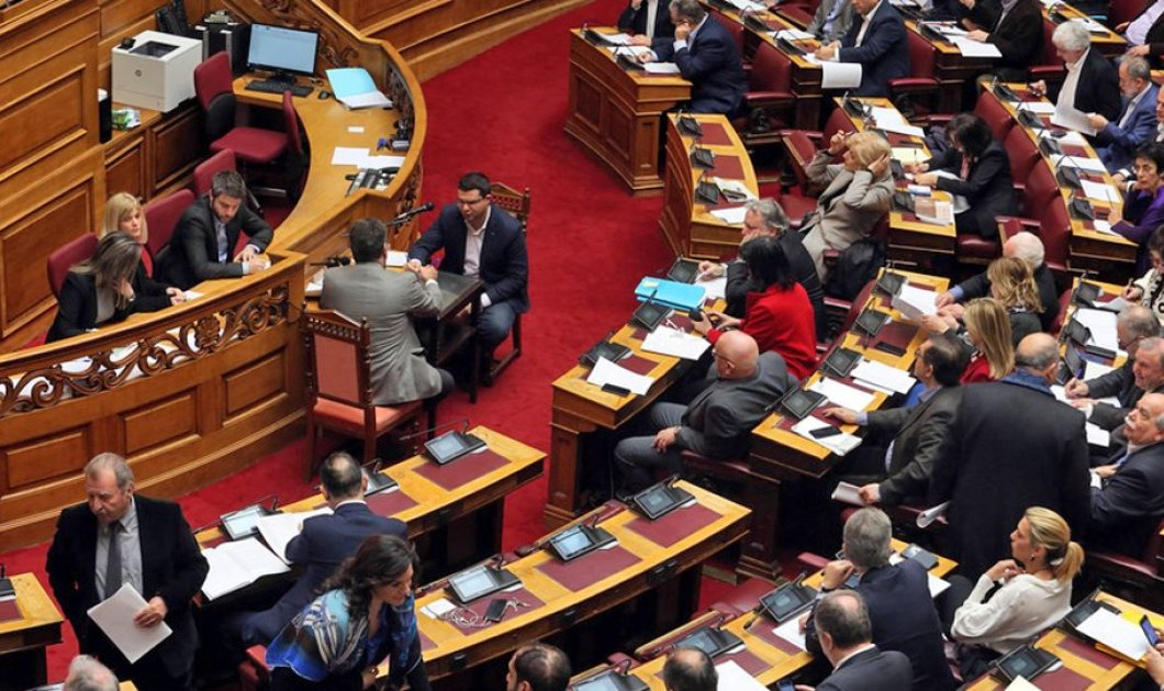Υπερψηφίστηκε  η αποσύνδεση της εκλογής του ΠτΔ από τη διάλυση της Βουλής- Με οριακή πλειοψηφία πέρασε το άρθρο 3 για τις σχέσεις κράτους εκκλησίας  - Κυρίως Φωτογραφία - Gallery - Video