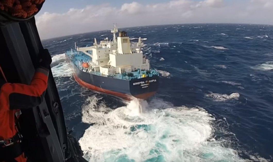 Βίντεο: Παρακολουθείστε την εντυπωσιακή διάσωση Έλληνα καπετάνιου που ασθένησε εν πλω στις Αζορές  - Κυρίως Φωτογραφία - Gallery - Video