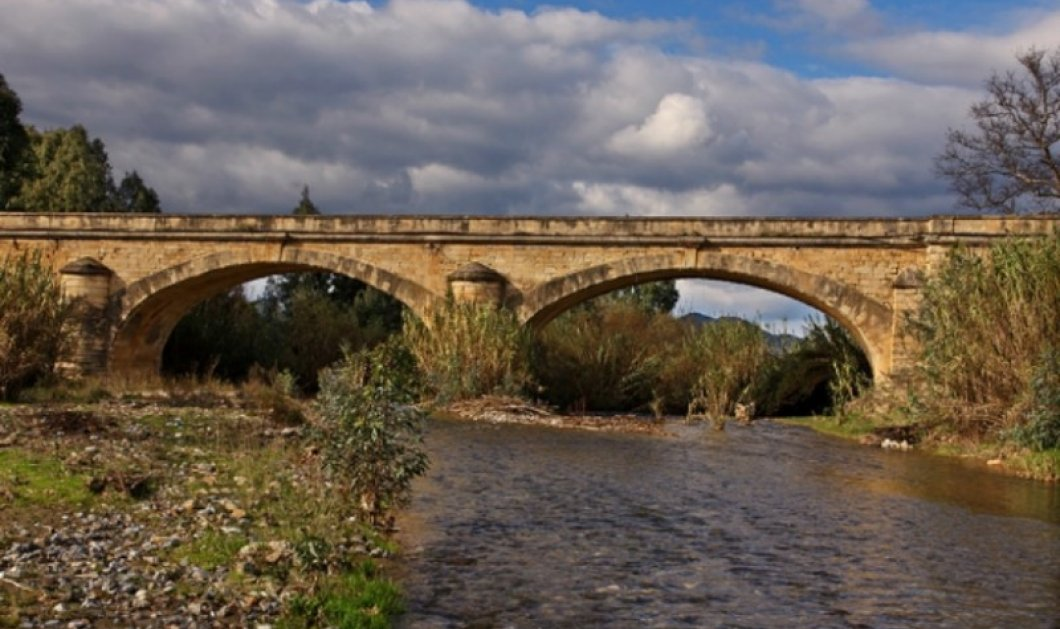 Κρήτη: Η σοκαριστική στιγμή που καταρρέει η ιστορική γέφυρα του Κερίτη στον Αλικιανό!  (φώτο- βίντεο) - Κυρίως Φωτογραφία - Gallery - Video