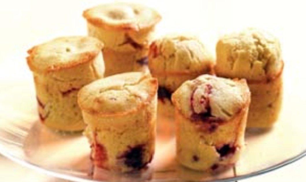 Η Αργυρώ Μπαρμπαρίγου προτείνει: Μοσχομυριστά muffins με βατόμουρα - Πάνε τέλεια με τον καφέ σας  - Κυρίως Φωτογραφία - Gallery - Video