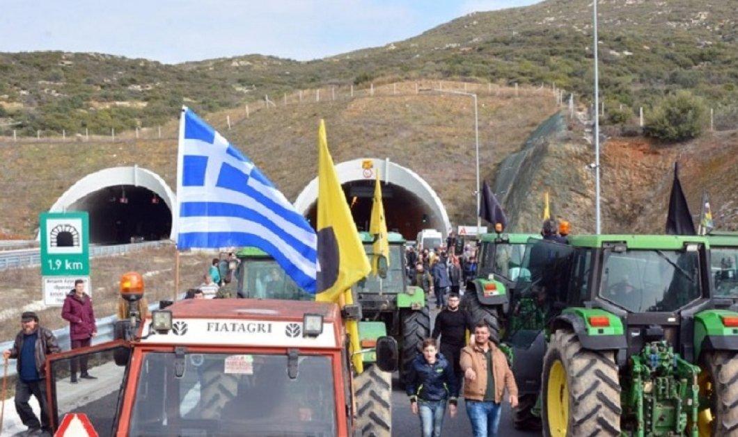 """Μπλόκα των αγροτών σε κομβικά σημεία -  """"Η κυβέρνηση μας ανάγκασε να βγούμε στο δρόμο"""" - Κυρίως Φωτογραφία - Gallery - Video"""