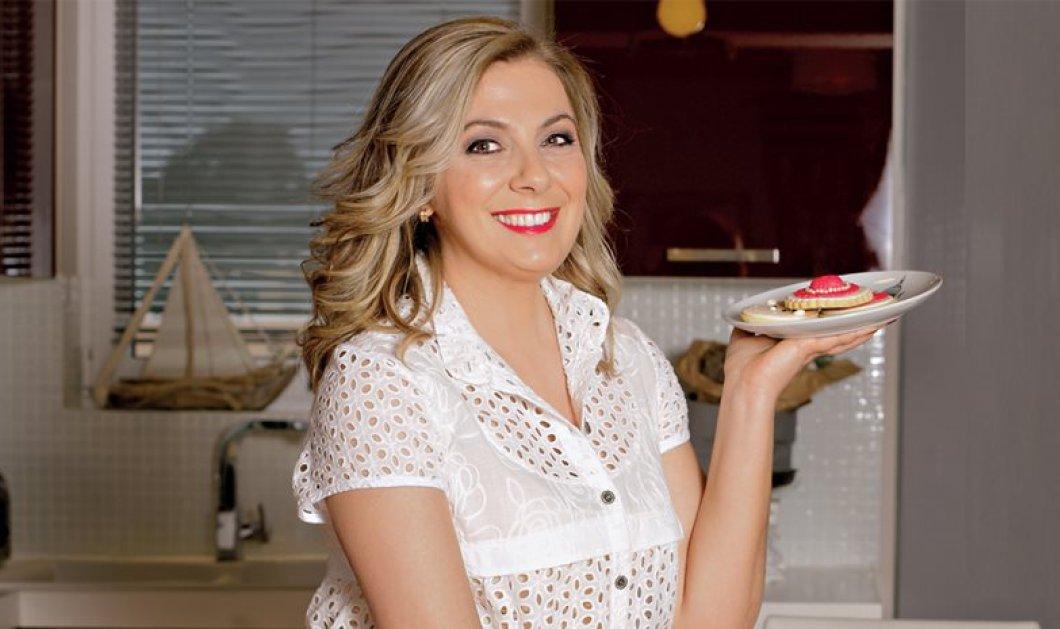 Ντίνα Νικολάου: Μας φτιάχνει υπέροχη τούρτα brownie με μάντολες - Κυρίως Φωτογραφία - Gallery - Video